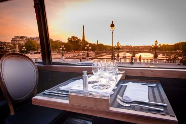 Bustronome-experience-dinner-paris