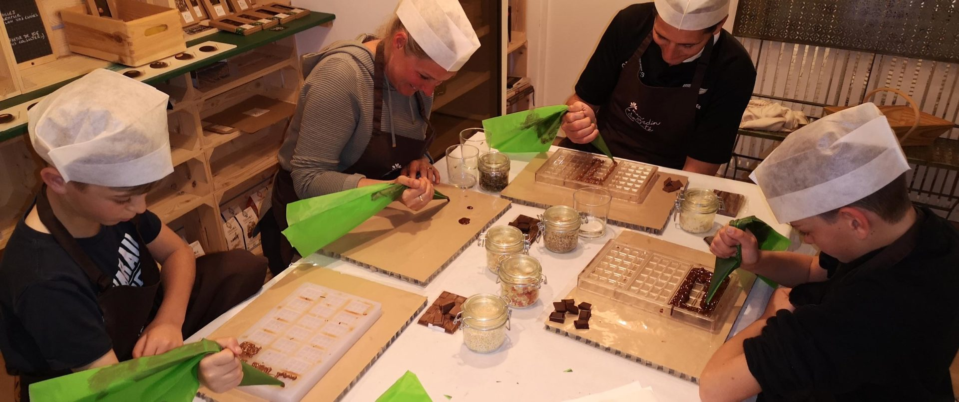 chocolate-making-course-family-experience-fun-paris