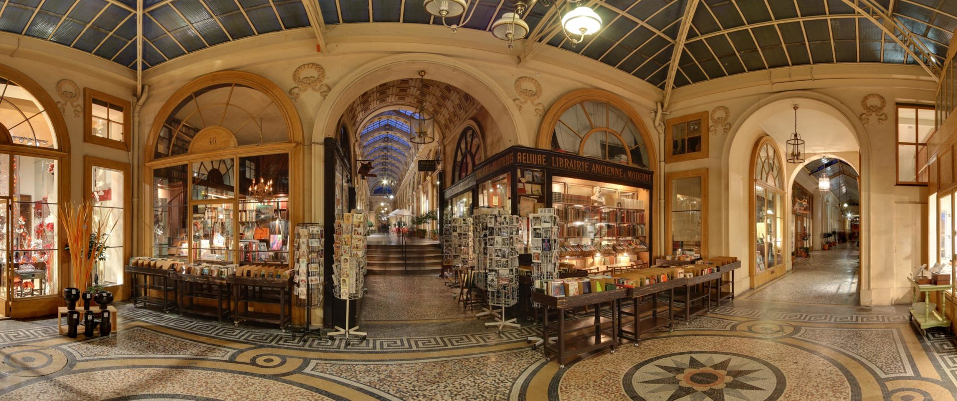 covered-passages-paris-galerie-vivienne-tour