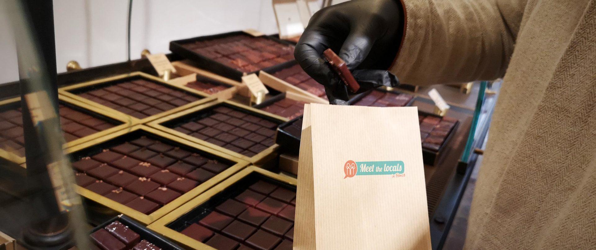 family-walking-tour-paris-chocolate