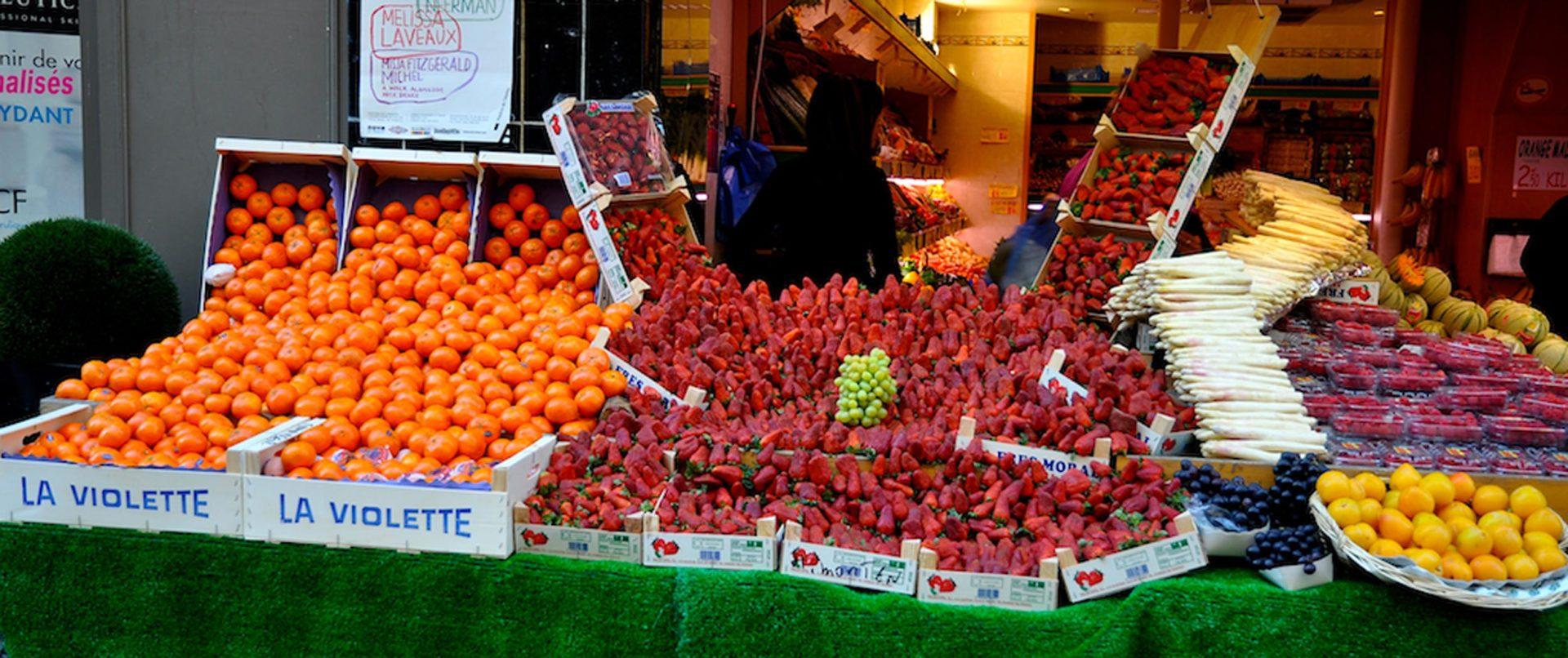 food-tour-paris-kids-teens-local-fruits