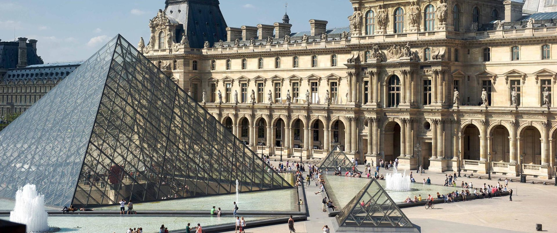 louvre-treasure-hunt-eiffel-tower-sainte-chapelle-family-tour