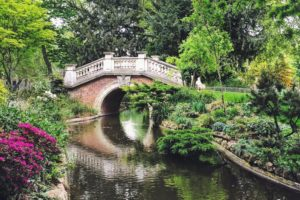 parc-monceau-paris-beautiful-see-bridge