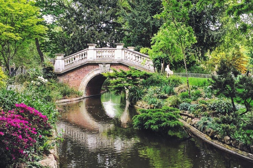 parc-monceau-paris-beautiful-see-bridge