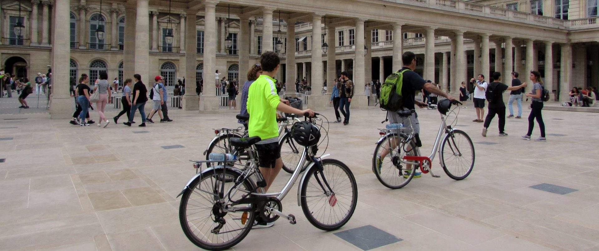 paris-bike-tour-kids-fun-louvre