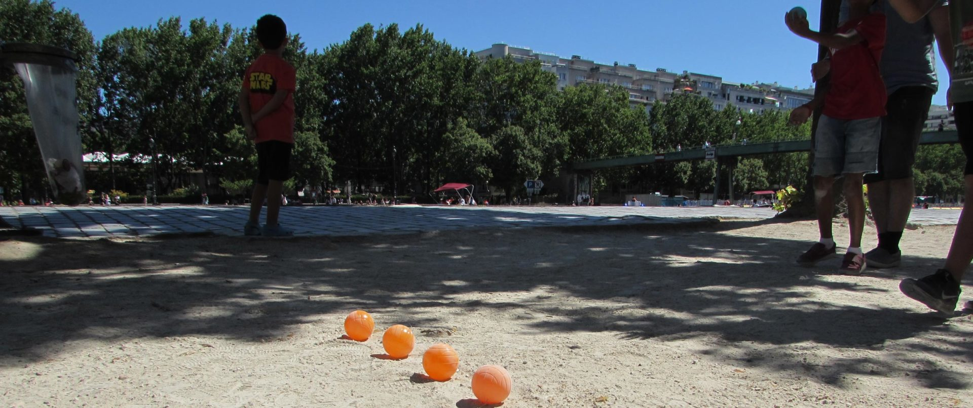 paris-cruise-petanque-game-fun-guided-tour