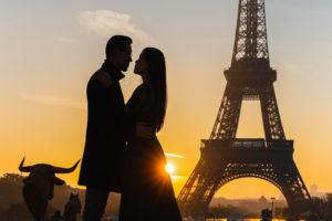 romantic-kiss-paris