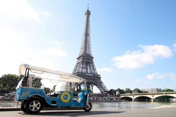 tuk-tuk-paris-eiffel-tower