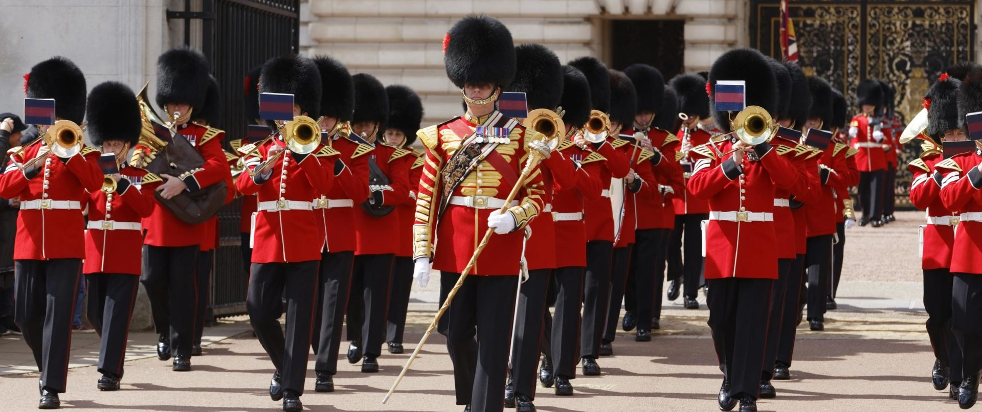 Full-day-london-tour-guards