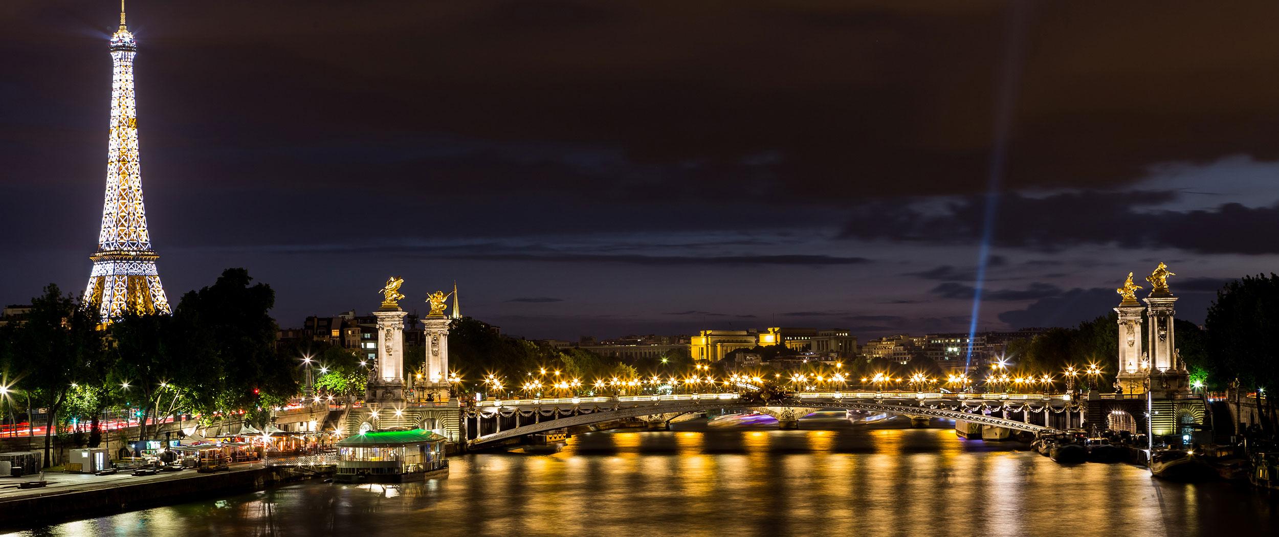 Illuminated Paris Tour By Van Private Chauffeur Guide Meet The Locals