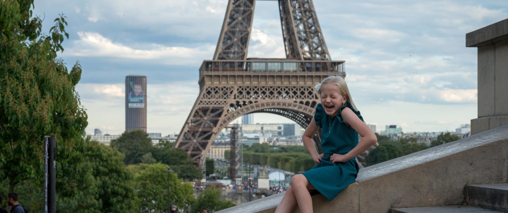 eiffel-tower-photoshoot-family