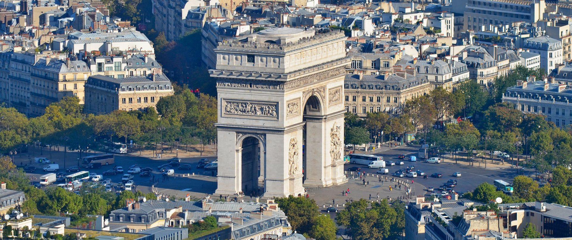 Tuk-tuk- Arc-de-Triomphe-min